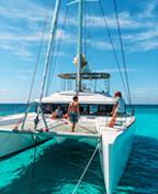 泻湖上,双体船巴哈马度假(组图尼古拉斯·克拉丽斯)