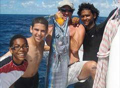 钓鱼与双体船游艇童子军