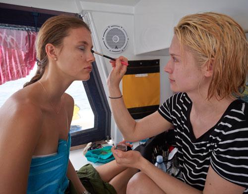 双体船化妆师